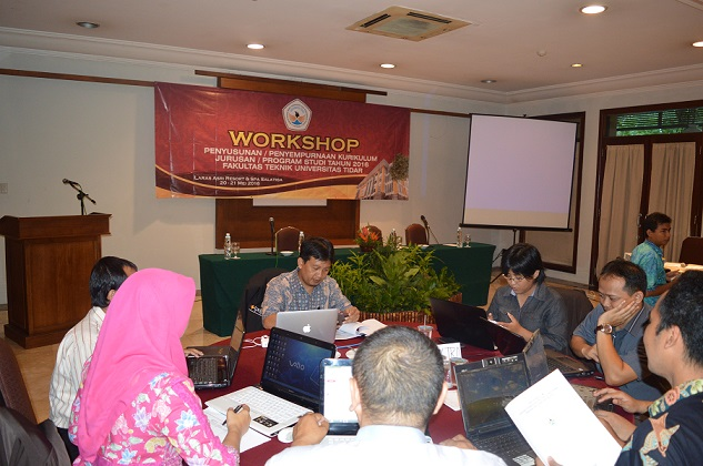 Workshop kurikulum FT UNTIDAR